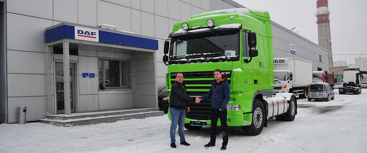 Выдача тягача DAF FT XF105.460 space cab